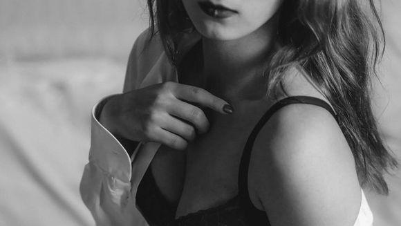 Cum să-i suceşti minţile: 7 poziţii sexuale pe care bărbaţii le adoră!