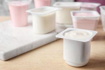 Alarmant: Din ce sunt fabricate iaurturile de pe piaţa românească. Ce spun specialistii