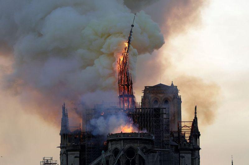 caderea turnului in flacari