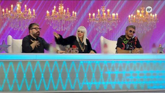 """""""Bravo, ai stil!"""" ofera o noua sansa unei concurente. Alina este tanara care va reintra in competitia stilistica! Nu pierdeti o super editie, in aceasta seara, de la ora 23:00, la Kanal D!"""
