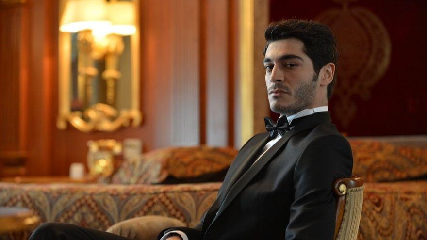 """Baris din serialul """"Povestea noastra"""" isi adora familia! Iata cele mai frumoase si emotionante imagini in care celebrul Burak Deniz apare alaturi de cele mai dragi persoane din viata sa!"""