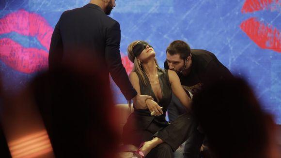 Imagini exclusive! Anna Lesko, sarutata cu foc de Vulturii de noapte