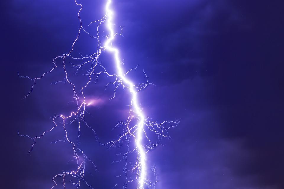 Ultimă oră: Vijelii în noaptea de Înviere! Meteorologii, în alertă