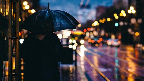 Vremea se schimbă radical de 1 mai. Vijelii și ploi torențiale în toată țara