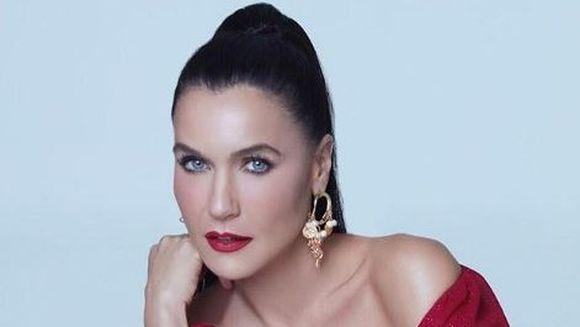 """Ender din serialul """"Pretul fericirii"""", una dintre cele mai extravagante cantarete si actrite din Turcia! Iata cele mai sexy ipostaze in care a fost surprinsa celebra Sevval Sam!"""