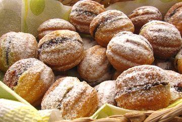 NUCI UMPLUTE: Cea mai bună reţetă de prăjiturele de la bunica