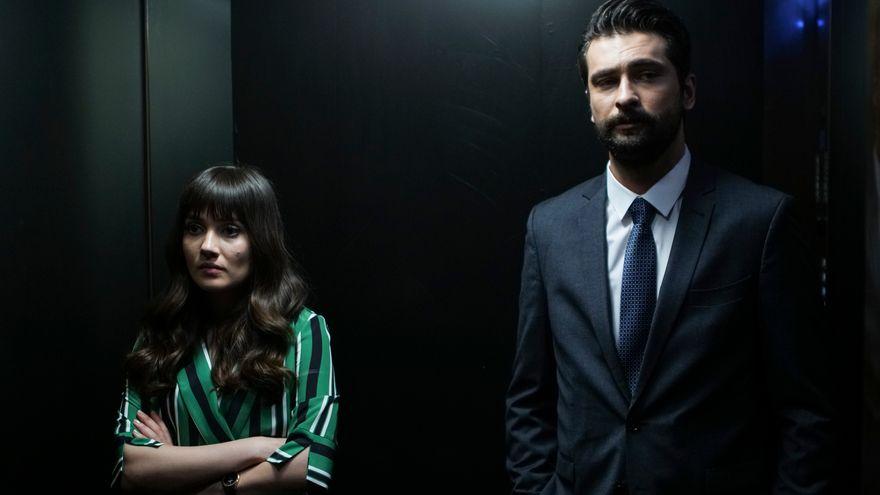 """Zeynep se razbuna pe Alihan! Afla ce decizie socanta va lua tanara si ce intorsatura va lua relatia celor doi indragostiti, in aceasta seara, intr-un nou episod din serialul """"Pretul fericirii"""", de la ora 20:00, la Kanal D!"""