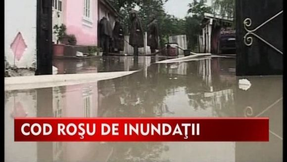 Cod rosu de inundatii si furtuni! Meteorologii au anuntat ce ne asteapta