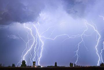 Furtunile pun stapanire pe Romania in zilele urmatoare! Iata cum va fi vremea in Bucuresti si in alte zone din tara!