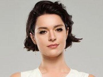 """Zehra din serialul """"Pretul fericirii"""", schimbare radicala de look! Iata cum arata frumoasa Safak Pekdemir, cu parul lung, in urma cu trei ani!"""