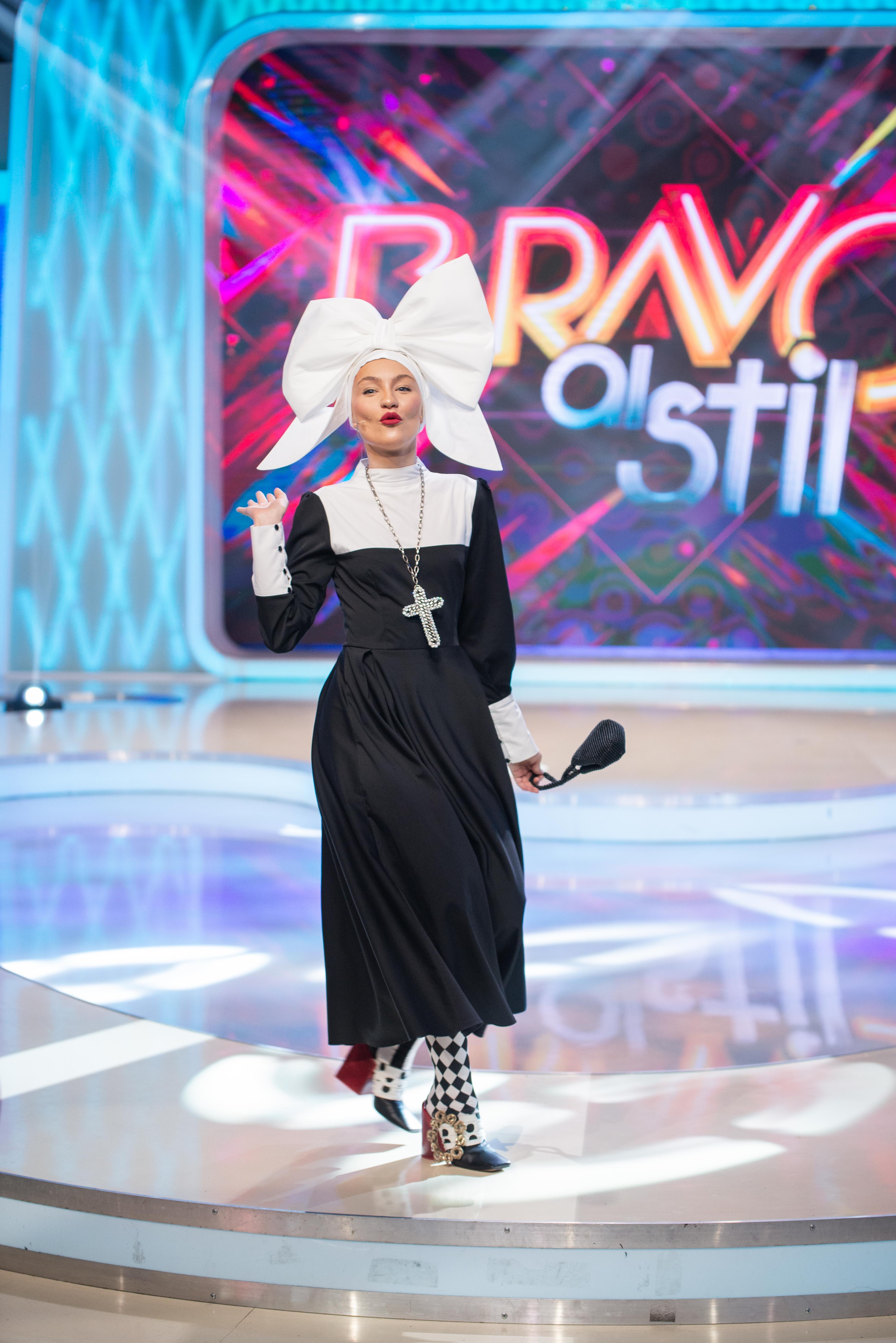 """Bianca de la """"Bravo, ai stil!"""" a comis-o! Si-a pus juratii in cap!""""Domnia Ta, ti-o cauti cu lumanarea!"""""""