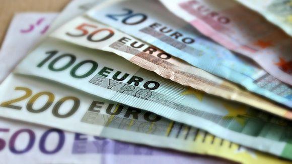 Guvernul a decis. Se dau vouchere de 5.000 de euro românilor. Cine poate beneficia de bani