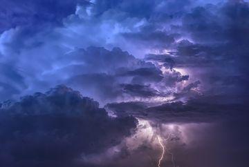 Alertă de ultimă oră la meteorologi! Ce se întâmplă în București între orele 16 și 19