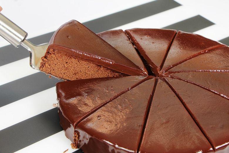 REŢETĂ tort de cacao din cinci ingrediente! Nu ai mâncat nimic mai gustos