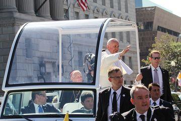 Impresionant. Papa Francisc a postat pe Twitter un mesaj în limba română