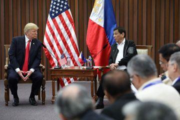 """Președintele filipinez """"a fost un pic gay"""", dar s-a vindecat """"cu ajutorul femeilor frumoase"""". Declaratii incendiare"""