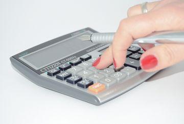 Taxa de timbru: cine o datoreaza, cum se calculeaza si cum se plateste