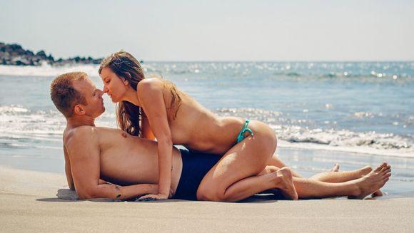 Cum să-i suceşti minţile: 7 poziţii sexuale pe care bărbaţii le adoră