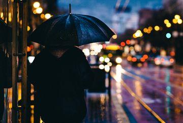 Alertă meteo de ploi torențiale și vijelii, în următoarele ore