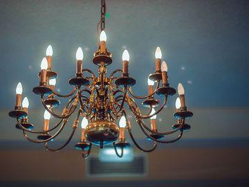 3 sfaturi pentru a alege un lampadar de interior