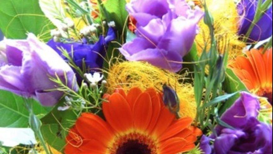 Cele mai frumoase aranjamente cu flori de vara in cutii elegante