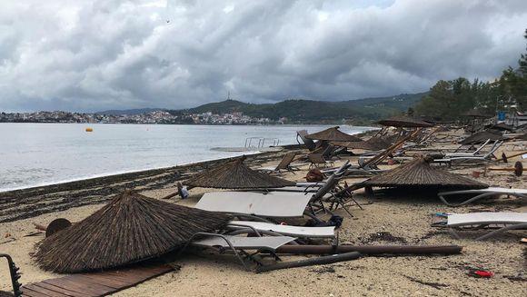 Doliu in Romania: un copil si o femeie au murit in timpul vacantei, in Grecia. Furtuna devastatoare a facut multe victime. Este stare de urgenta!