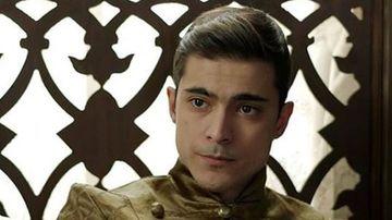 """Carismaticul Doğaç Yıldız, de la rolul sobru din serialul """"Kosem"""", la tanarul rebel si ambitios din """"Pretul fericirii""""! Iata cat de mult s-a schimbat celebrul actor!"""