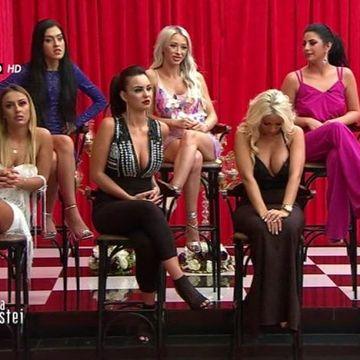 Imaginea RUSINOASA cu o concurenta din sezonul 2 ''Puterea dragostei''! Si-a luat sutien cu doua numere mai MARE si s-a vazut TOT!