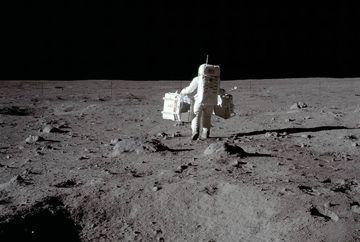 Uimitor! Ce despăgubire cere familia lui Neil Armstrong spitalului care l-ar fi lasat sa moara