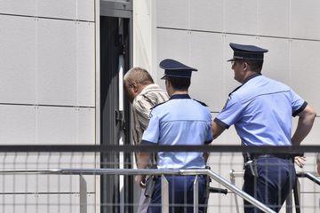 Primele imagini cu Gheorghe Dinca in arestul politiei! Detaliul INCREDIBIL care se observa in fotografii