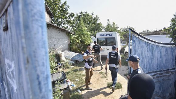 ULTIMA ORA! Sotia lui Gheorghe Dinca a ajuns in Romania impreuna cu cei 4 copii.  Ce se intampla acum, acasa la presupusul criminal din Caracal