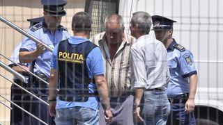 Crimele din Caracal: Fragmente de dinți și oase umane, gasite în curtea lui Gheorghe Dincă