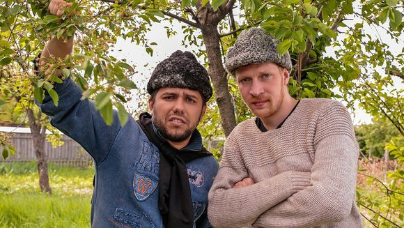 """""""Moldovenii"""" se pregatesc sa cucereasca publicul!Afla cine sunt personajele centrale ale serialului de comedie care va incepe in toamna, la Kanal D!"""