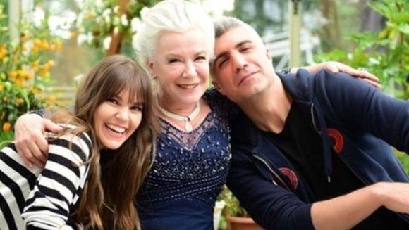 """Actorii din serialul """"Mireasa din Istanbul"""", in cele mai trasnite ipostaze! Iata cum a fost surprinsa celebra Asli Enver alaturi de """"cumnatii"""" sai, Fikret si Osman, in spatele camerelor de filmat!"""