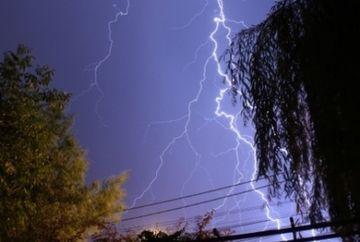 Atentionare meteorologica! Iata care sunt zonele vizate de cod galben de ploi torentiale si descarcari electrice!
