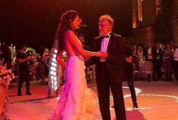 """Zi mare pentru Garip din serialul """"Mireasa din Istanbul""""! Iata cum a fost surprins celebrul actor la nunta fiicei sale, Hazel, la Conacul Esma Sultan, una dintre cele mai exclusiviste locatii din Istanbul!"""