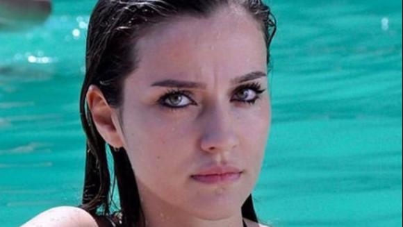 """Cine este frumoasa İrem Helvacıoğlu, protagonista serialului fenomen """"Lacrimi la Marea Neagra""""!"""