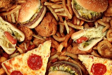 Un tânăr a murit la spital după ce a mâncat la fast-food, în Focșani
