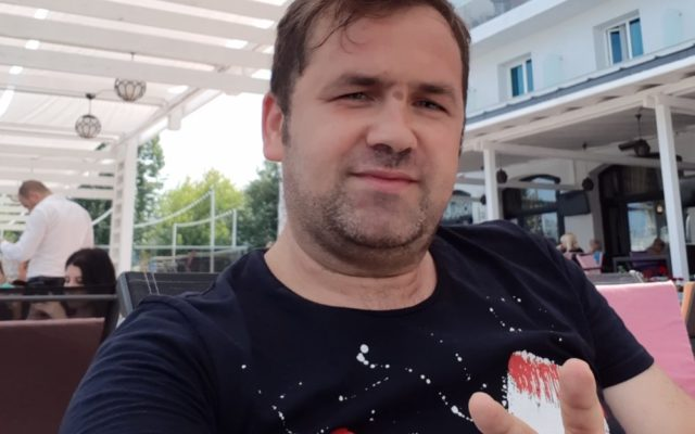 Un individ care se dădea drept Mihai Bendeac a fost reținut de DIICOT pentru pornografie infantilă și șantaj. Faptele abominabile la care o mama a fost supusă împreună cu bebelușul său