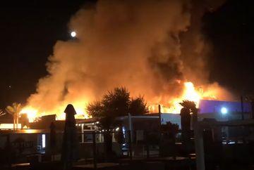 VIDEO Incendiul din Mamaia: s-a descoperit cauza dezastrului. Cladirea este distrusa in totalitate