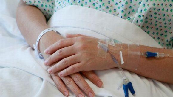 Cutremurator! Magistratii obliga statul sa despagubeasca o femeie pe care spitalele de stat o lasau sa moara