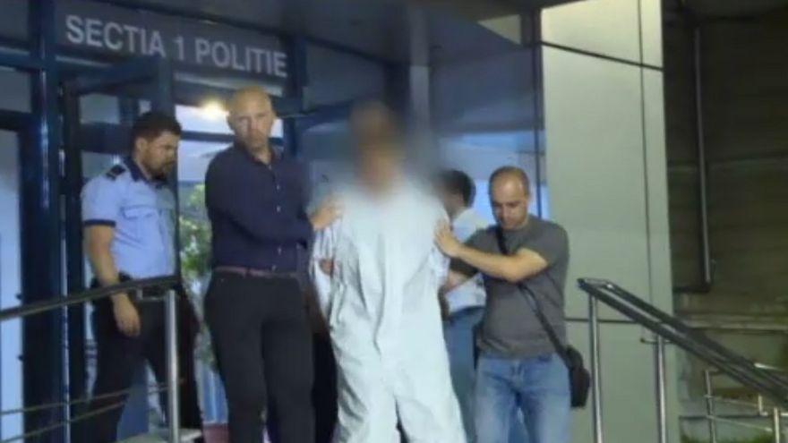 Detalii soc in cazul crimei din Capitala: 10 politisti erau la usa cand fosta profesoara striga disperata ca va fi omorata de propriul fiu!