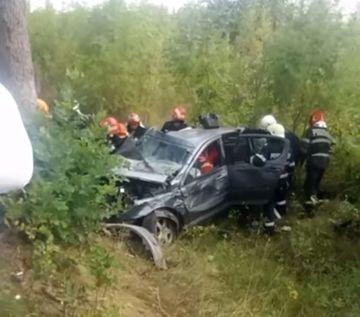Doliu in lumea muzicii populare din Romania: a murit fulgerator in urma unui accident! Masina s-a facut praf, au ramas in urma doi copii care vor trai de acum fara mama!