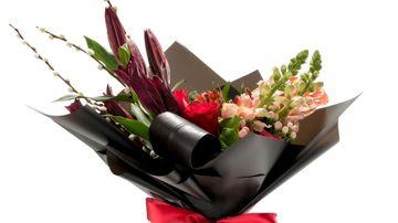 La final de vara, adu bucurie persoanelor dragi cu ajutorul florilor!