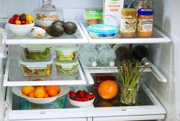 Tu ai asa ceva in frigider? Scoate-le cat mai curand: te poti imbolnavi grav