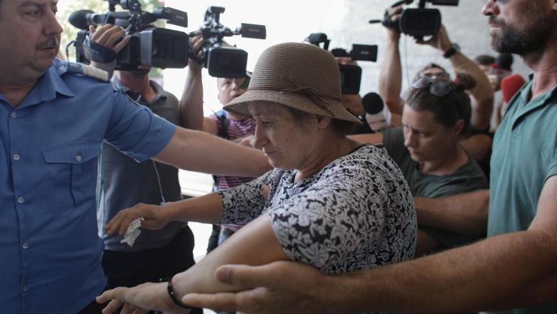 Familia lui Gheorghe Dinca a fost audiata noua ore. Sotia criminalului a inceput sa tremure, sa se balbaie si sa se contrazica in declaratii