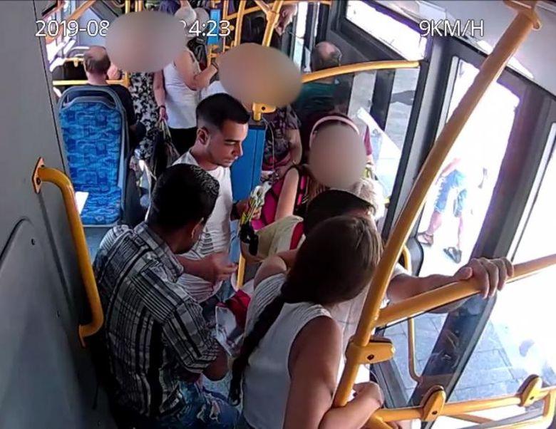 Un șofer de autobuz a fost martorul unui furt în Cluj. Incredibil cum a reacționat bărbatul, nimeni nu se aștepta la asta