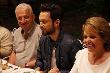 """Sureyya din serialul """"Mireasa din Istanbul"""", in vizita la viitorii ei socri! Iata cum a fost surprinsa celebra Asli Enver alaturi de iubitul ei, Murat Boz, in timpul calatoriei lor in Bodrum!"""