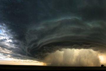 Vine POTOPUL! Nu scăpam de urgia naturii!  Cod GALBEN de ploi torenţiale şi furtuni în 16 judeţe. Unde se răcește vremea drastic --- HARTA