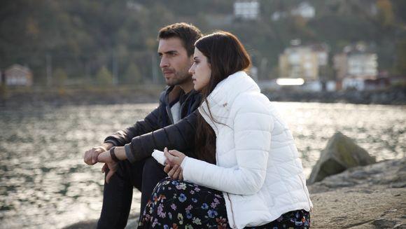 """Premiera serialului """"Lacrimi la Marea Neagra"""", urmarita de peste un milion de fani din intreaga tara"""